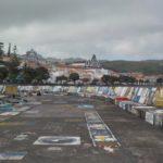01_Stadt Horta und bemalte Hafenmole